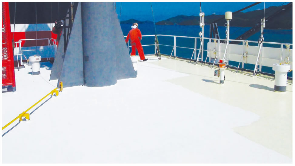 ▲H汽船施工 デッキに遮断・断熱を塗装。空調に対する負荷を軽減し、CO2の削減効果を実証。